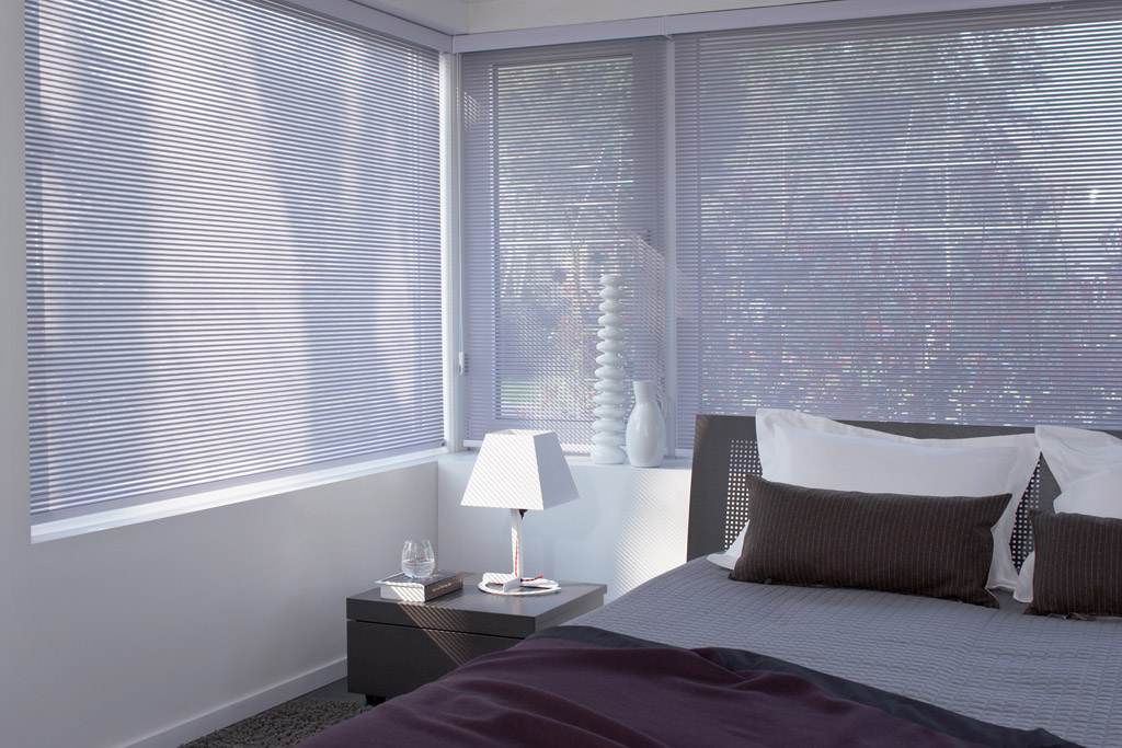 stores int rieurs stores sud. Black Bedroom Furniture Sets. Home Design Ideas